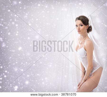Junge sexy Braut in Erotische Dessous über Weihnachten Hintergrund