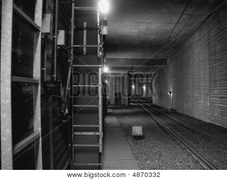 The Underground Tunnel / Metro