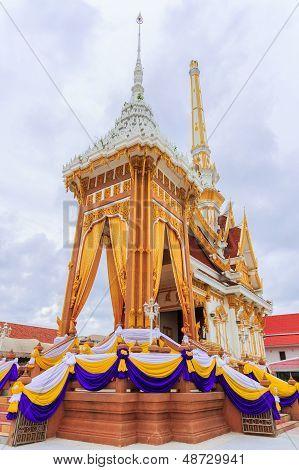 Bangkok, Tailandia - 9 de julio: Crematory tailandés en Bangkok, Tailandia en .july 9, 2013. Después de un Funeral de