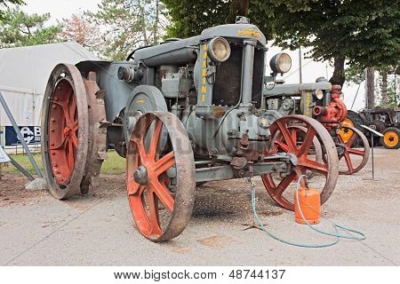 Old Tractor Super Landini (1937)