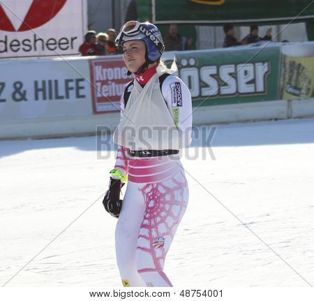 LIENZ, AUSTRIA 28 December 2009. Lindsey Vonn (USA) ski's with her arm in a sling after crashing out while competing in the women's Audi FIS Alpine Skiing World Cup giant slalom race.