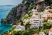 Постер, плакат: Вид на Позитано Позитано небольшой живописный город на побережье Амальфи известного в кампании Италия