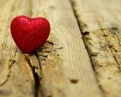 picture of heartfelt  - Red heart on wood - JPG