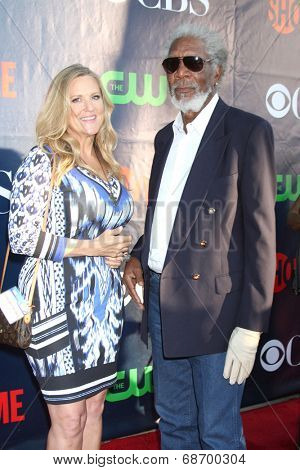 LOS ANGELES - JUL 17:  Lori McCreary, Morgan Freeman at the CBS TCA July 2014 Party at the Pacific Design Center on July 17, 2014 in West Hollywood, CA