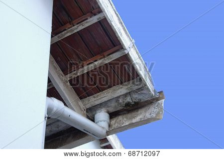 Peeling Asbestos Guttering In Need Of Maintenance