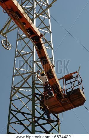 Repair pylons high voltage 3