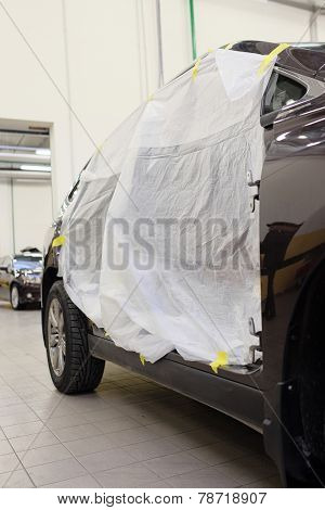 The image of car stand under repair in body shop
