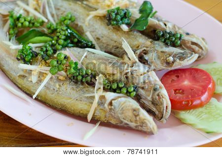 Fried River Fish With Garlic And Pepper