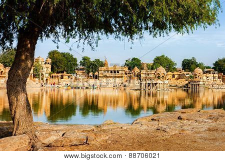 Gadi Sagar (gadisar) Lake, Jaisalmer, Rajasthan, India, Asia