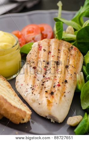 Grilled Chicken With Salad And Nuts