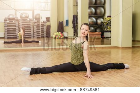 Young Woman Doing Front Split In Fitness Class