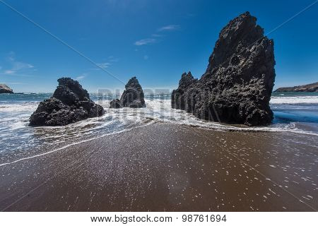 Rodeo Beach California Rocks Waves And Sand