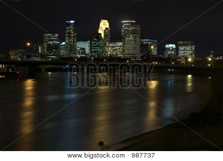 Horizonte de Minneapolis en la noche