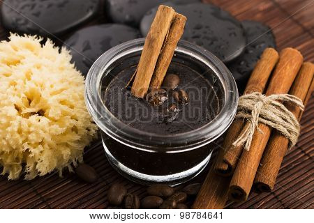 Homemade Face And Body Organic All Natural Coffee Scrub (peeling) With Cinnamon