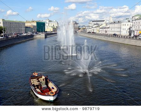 Fountains in Obvodnii chanel in Moscow