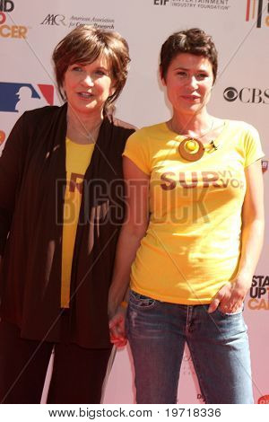 """LOS ANGELES - SEP 10:  Elizabeth Edwards & Maura Tierney arrives at the """"Stand Up 2 Cancer"""" 2010 Event at Sony Studios on September 10, 2010 in Culver City, CA"""