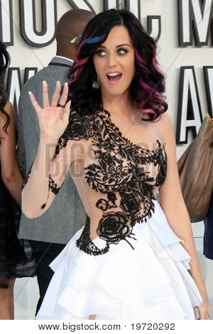 LOS ANGELES - SEP 12:  Katy Perry arrives at the 2010 MTV Video Music Awards  at Nokia - LA Live on September 12, 2010 in Los Angeles, CA