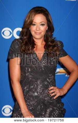 LOS ANGELES - 16 SEP: Leah Remini llega a la caída de CBS Party 2010 en la Colonia 16 de septiembre