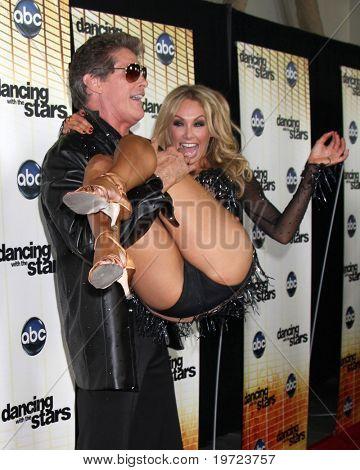 LOS ANGELES - 20 de setembro: Kym Johnson & David Hasselhoff na estréia temporada 11 da dança com a