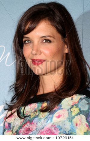 LOS ANGELES - SEP 30:  Katie Holmes arrives at  Variety's 2nd Annual Power of Women Luncheon at Beverly Hills Hotel on September 30, 2010 in Beverly Hills, CA