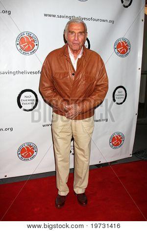 """LOS ANGELES - 5 de outubro: Jerry Douglas chega ao benefício da """"1 voz"""" para a casa de imagens de movimento em Renb"""