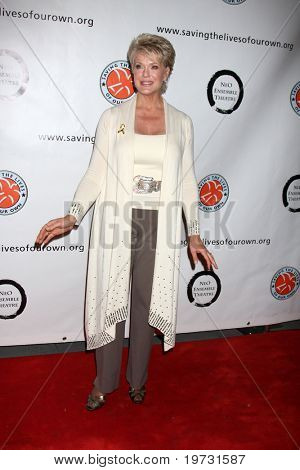 LOS ANGELES - 5 de outubro: Gloria Loring chega em benefício de