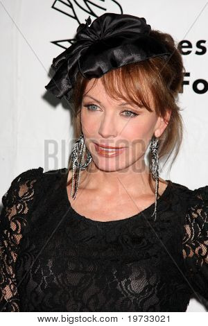 LOS ANGELES - 9 de outubro: Lesley-Anne Down chega ao benefício