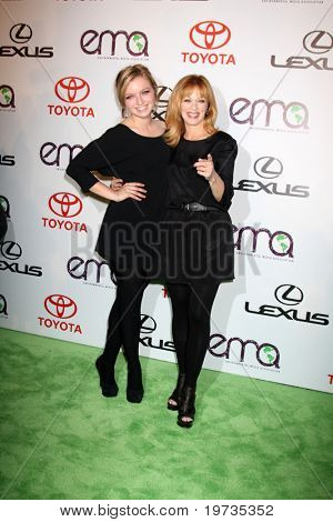 LOS ANGELES - 16 de outubro: Francesca Fisher-Eastwood, Frances Fisher chegar ao M ambiental 2010
