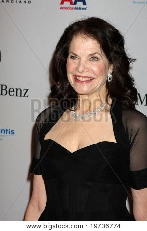 LOS ANGELES - OCT 23:  Sherry Lansing arrives at the 2010 Carousel of Hope Ball at Beverly Hilton Hotel on October 23, 2010 in Beverly Hills, CA