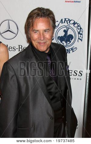 LOS ANGELES - 23 de outubro: Don Johnson chega a bola do carrossel da esperança no Beverly Hilton Hotel, de 2010