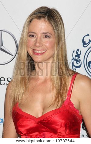 LOS ANGELES - OCT 23:  Mira Sorvino arrives at the 2010 Carousel of Hope Ball at Beverly Hilton Hotel on October 23, 2010 in Beverly Hills, CA