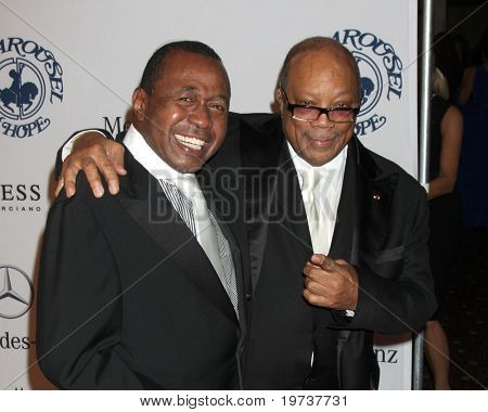 LOS ANGELES - OCT 23:  Ben Vereen, Quincy Jones arrives at the 2010 Carousel of Hope Ball at Beverly Hilton Hotel on October 23, 2010 in Beverly Hills, CA