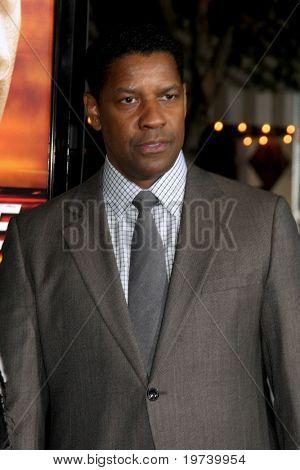 LOS ANGELES - OCT 26:  Denzel Washington arrives at the