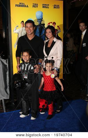 LOS ANGELES - OCT 30:  Mario Lopez, nephew, niece arrives at the