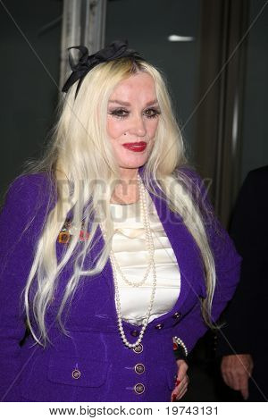 LOS ANGELES - NOV 3:  Mamie Van Doren arrives at the Hollywood Walk of Fame 50th Anniversary Celebration at Hollywood & Highland on November 3, 2010 in Los Angeles, CA