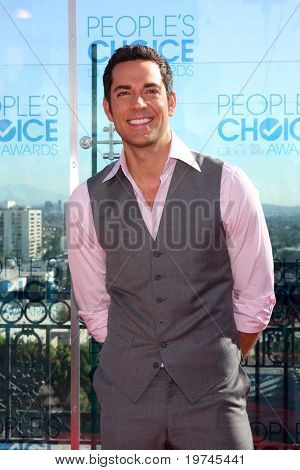 LOS ANGELES - NOV 9:  Zachary Levi at the 2011 People's Choice Awards - Nominations Announcement at The London Hollywood on November 9, 2010 in W. Hollywood, CA
