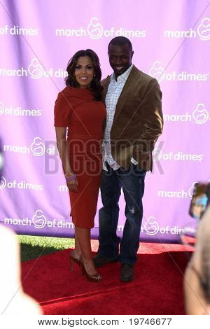LOS ANGELES - NOV 13:  Aonika Laurent Thomas, Sean Patrick Thomas arrive at the 5th March of Dimes Celebration of Babies Luncheon at Four Seasons Hotel on November 13, 2010 in Los Angeles, CA