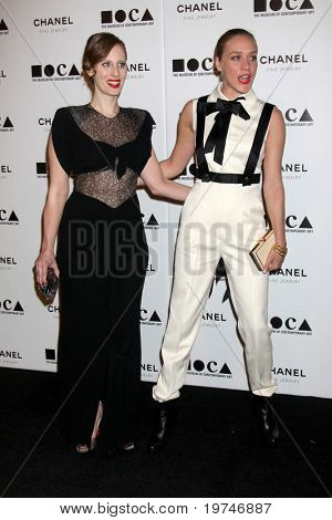 LOS ANGELES - NOV 13:  Liz Goldwyn; Chloe Sevigny  arrive at the MOCA's Annual Gala
