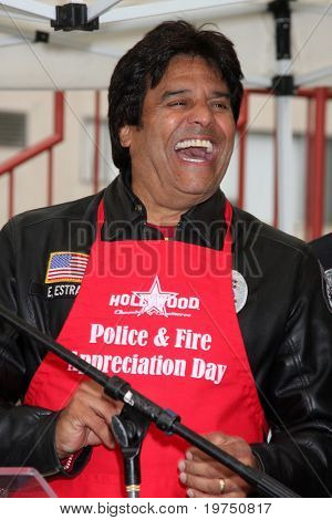 LOS ANGELES - NOV 18:  Erik Estrada arrives at the 2010 Hollywood Chamber of Commerce Fire Dept & Police Appreiciation Luncheon at Wilcox Police Station on November 18, 2010 in Los Angeles, CA