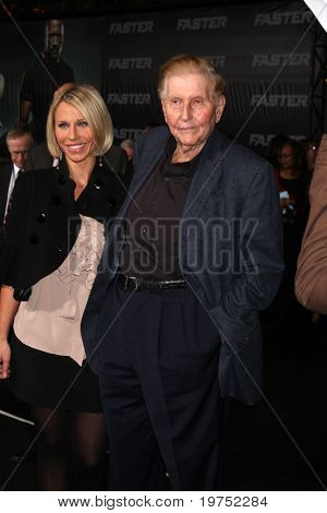 LOS ANGELES - NOV 22:  Sumner Redstone arrives at the