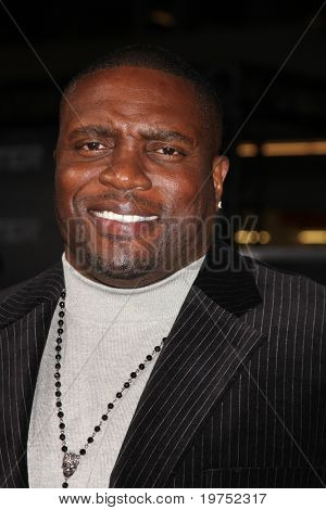 "LOS ANGELES - NOV 22:  Lester Speight arrives at the ""Faster"" LA Premiere at Grauman's Chinese Theater on November 22, 2010 in Los Angeles, CA"