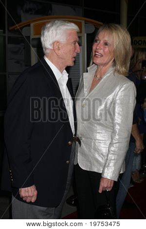 LOS ANGELES - OCT 20:  Leslie Nielson.and wife Barbaree Earl Nielson arrive at the Stan Helsing Premiere at the ArcLight Theater on October 20, 2009 in in Los Angeles, CA
