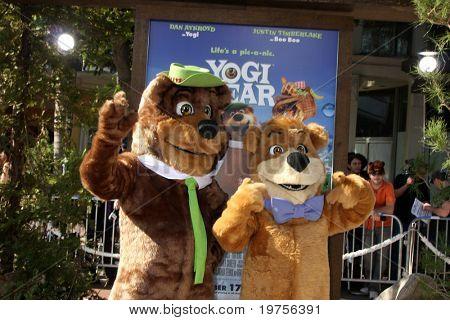 LOS ANGELES - DEC 11:  Yogi Bear & BooBoo arrives at the
