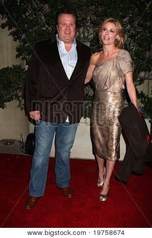 LOS ANGELES - DEC 16:  Eric Stonestreet, Julie Bowen arrive at CNN's 'Larry King Live' final broadcast party at Spago on December 16, 2010 in Beverly HIlls, CA.