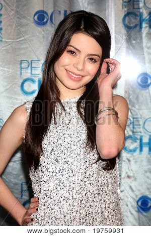 LOS ANGELES - JAN 5:  Miranda Cosgrove arrives at 2011 People's Choice Awards at Nokia Theater at LA Live on January 5, 2011 in Los Angeles, CA