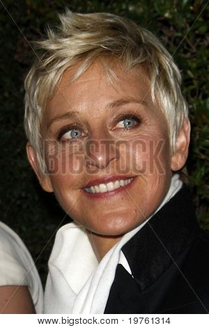 LOS ANGELES - 5 de JAN: Ellen DeGeneres chega a COVERGIRL 50th Anniversary Celebration a BOA S