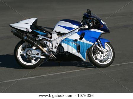 Hermosa motocicleta.