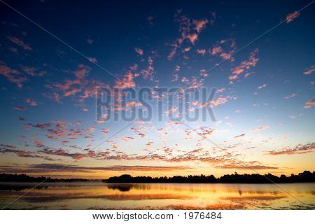 Gold Dawn über See