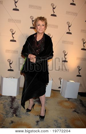 LOS ANGELES - JAN 20:  Cloris Leachman arrives at the ATASHall of Fame Committe's 20th Annual Induction Gala at Beverly HIlls Hotel on January 20, 2011 in Beverly Hills, CA