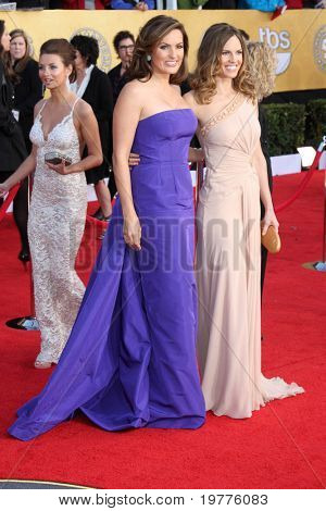 LOS ANGELES - JAN 30:  Mariska Hargitay and Hilary Swank arrives at the 2011 Screen Actors Guild Awards  at Shrine Auditorium on January 30, 2011 in Los Angeles, CA